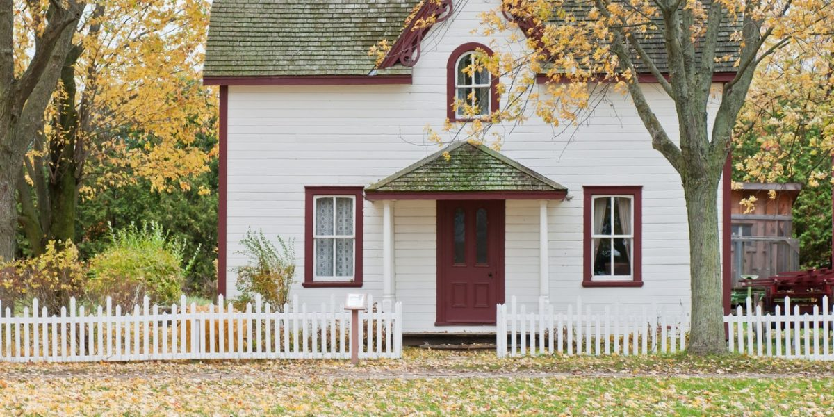 white-and-red-wooden-house-with-fence-1029599 (1)